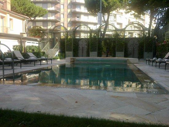 Ville sull'Arno Hotel : Très agréable piscine !