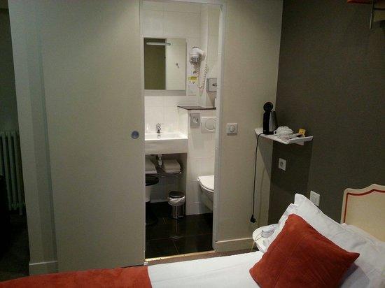 Hotel Delos Vaugirard Paris : トイレ、バスルーム