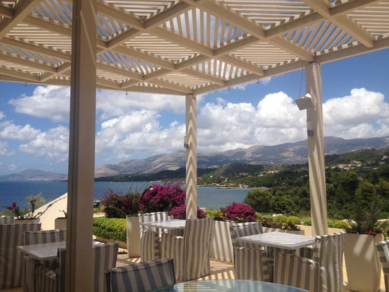 Thalassa Hotel: Breakfast Area & Terrace