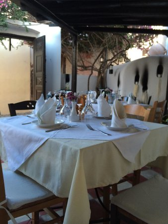 Candouni Restaurant : The restaurant terrace