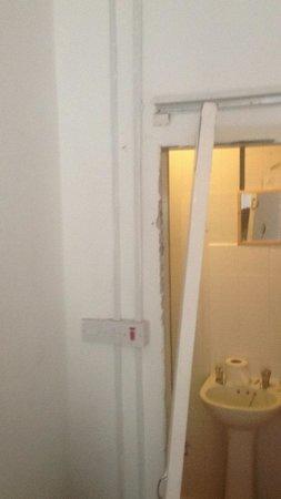 York Street Hotel: The luxury on suite NOT! Door was off its hinchea