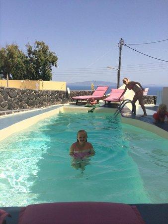 Aspa Villas: Beautiful garden with nice little pool