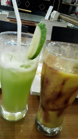 Restoran Miramar: Refreshing Cucumber Juice & Avocado/chocolate Drink