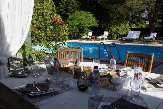 Château La Moune : Terrace Breakfast