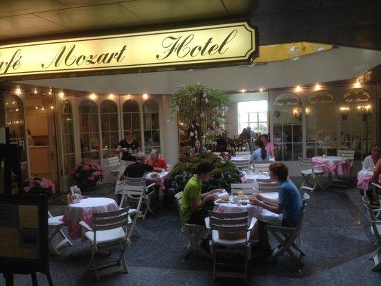 Hotel Mozart Rorschach: Hôtel Mozart, entrée et restaurant