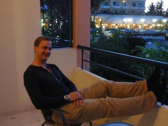 Atrium Palace Thalasso Spa Resort & Villas : Blick von unserem Balkon auf die Hotelterrasse
