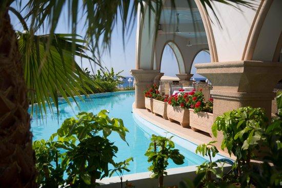 Atrium Prestige Thalasso Spa Resort and Villas : территория