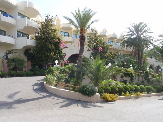 Atrium Palace Thalasso Spa Resort & Villas: Hoteleinfahrt