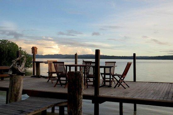 Raja Ampat Dive Lodge: Suasana sunset maupun sunrise dapat dinikmati dari hotel ini