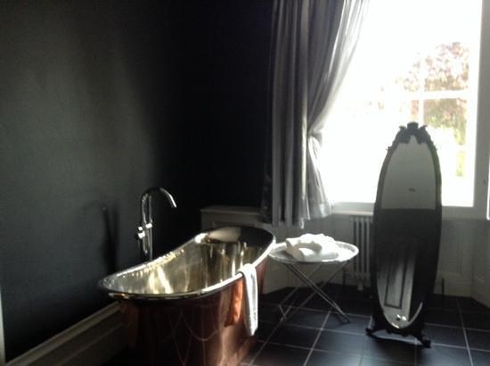 Poets House: bathroom of suite 2