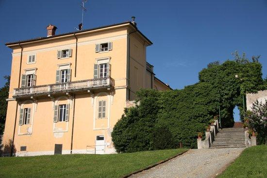 Sina Villa Matilde: Zijzicht van het hoofdgebouw