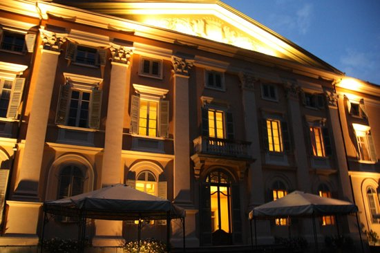 Sina Villa Matilde: Mooie verlichting 's avonds