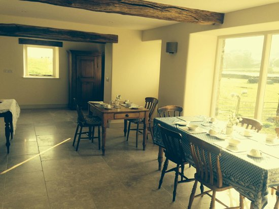 Dale House Farm: Relaxed Breakfast atmosphere...