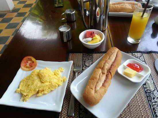 Golden Banana Bed & Breakfast & Superior Hotel : Simple breakfast but delicious