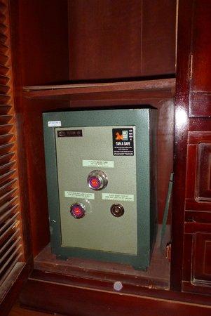 Chau Long Sapa Hotel: сейф в шкафу