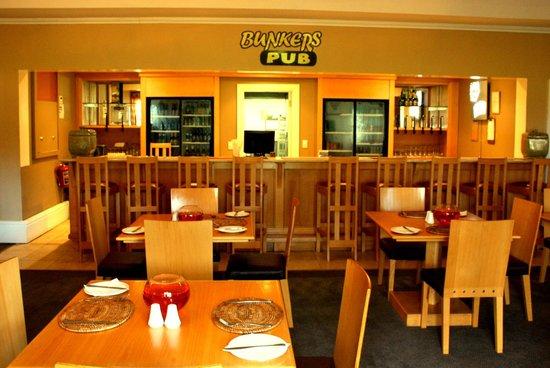 Bushman Sands Golf Lodge: Bunker's Pub / Restaurant