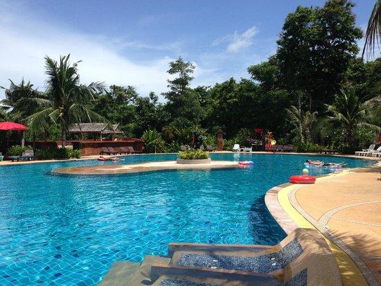 Lanta Resort: Main Pool