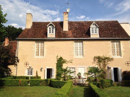 Le Clos Pasquier: Vue depuis le jardin