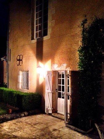 Le Clos Pasquier: Porte de notre chambre de nuit