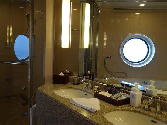 Yokohama Royal Park Hotel: Bathroom