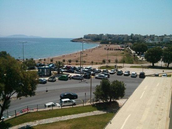 Hotel Avra Rafina: Wonderful view of nearby beach
