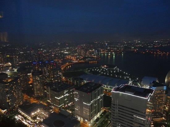 Yokohama Royal Park Hotel: View over Yokohama Bay