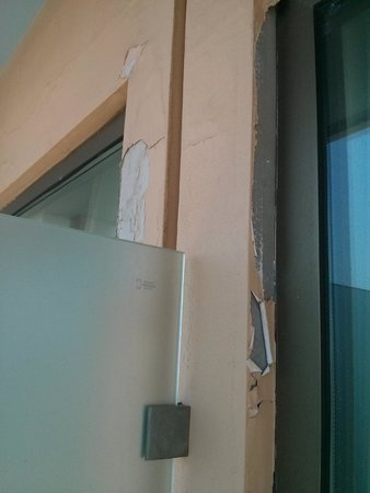 Avra Rafina: Balcony paint issues