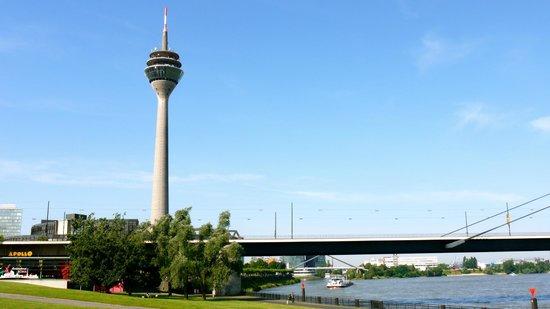 Rheinufer: Rheinturm