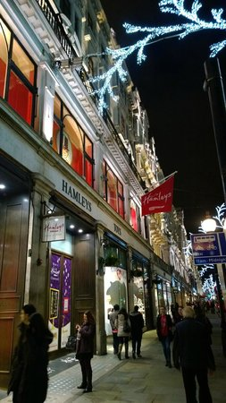 Hamleys Toy Store: Beautiful building structure