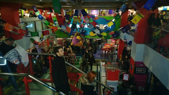Hamleys Toy Store: Fun!!