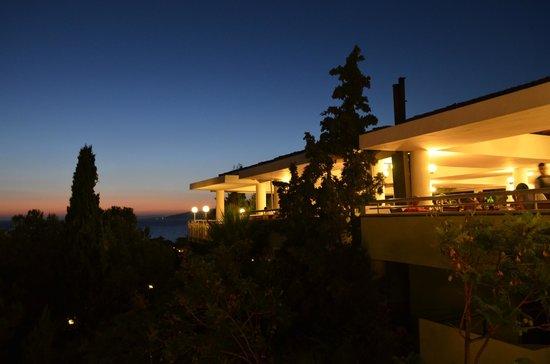 Pine Bay Holiday Resort: terrase restaurant