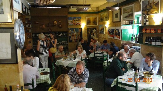 Da Pippo Trattoria: Happy and satisfied diners!