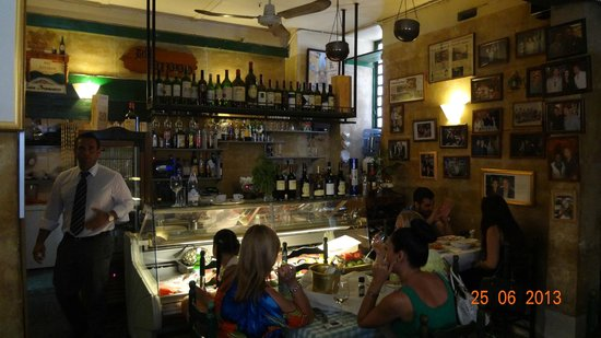 Da Pippo Trattoria: Great atmosphere and choose your meal from the cold counter