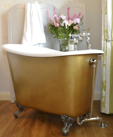 Catherine House: Our double en-suite room's tubby bath