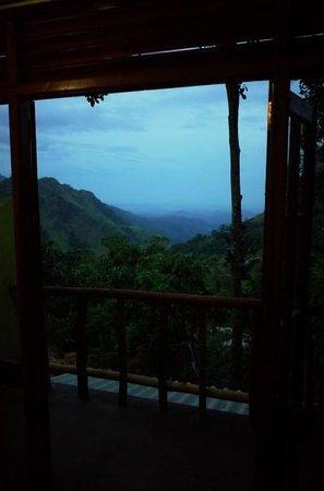 Ella Mount View Guest Inn: Balcony