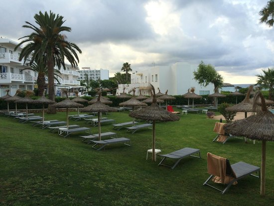 Hotel Santo Tomas : giardino piscina vista da camera