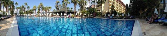 Meryan Hotel: Панорама бассейна