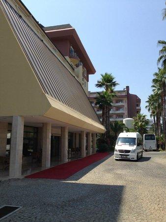 Meryan Hotel: Главный вход в отель
