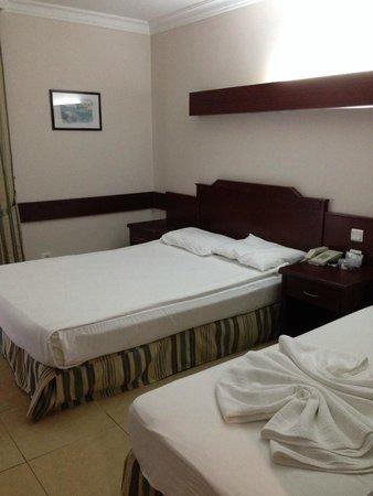 Meryan Hotel: Спальная комната