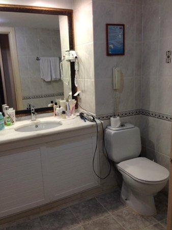 Meryan Hotel: Ванная комната