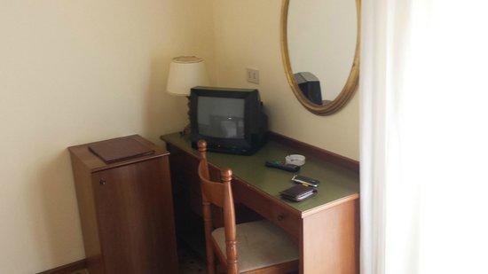 Hotel Terme Alexander: Angolo camera