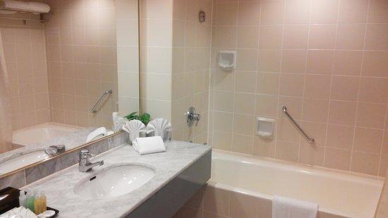 Bayview Hotel Langkawi: Bathrrom-Bathtub