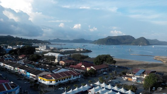 Bayview Hotel Langkawi: Eateries & duty-free shops in vicinity