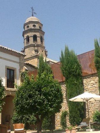 Hotel Puerta de la Luna : Blick aus dem Patio auf die Kathedrale