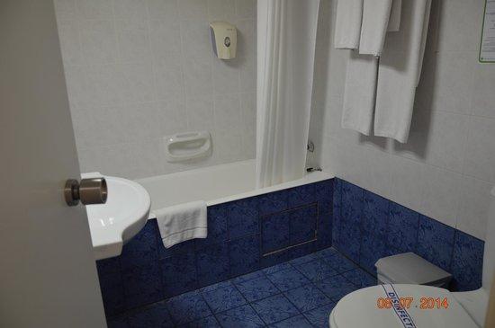 Pavlo Napa Beach Hotel: просторная ванная комната