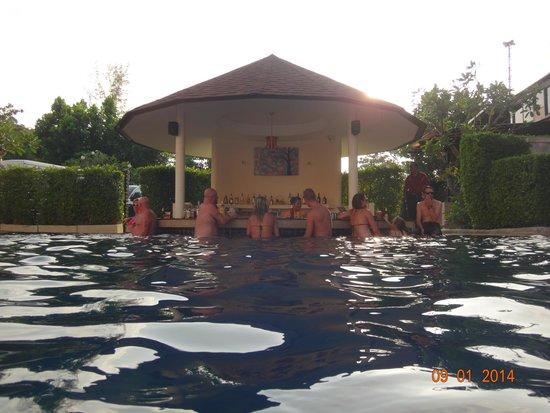 Srisuksant Resort: pool side
