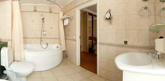 Comfort Hotel : Suite bath