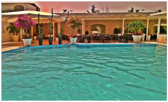 Hotel Meridiana - Paestum: Piscina e ristorante