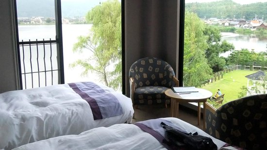 Little White Flower: Our room, with awesome views overlooking Lake Hanare.