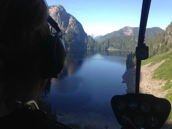 Vancouver Helicopter Tours - BC Helicopters : flying over a lake outside Vancouver